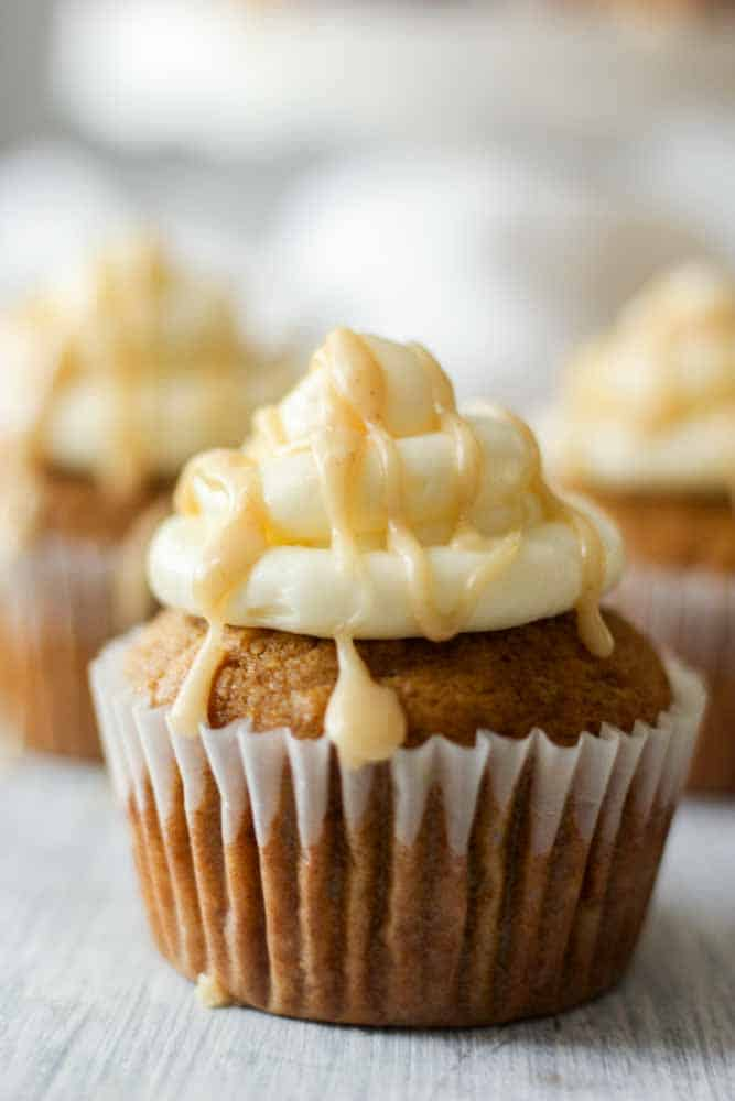 pumpkin-cupcakes-with-cream-cheese-frosting15