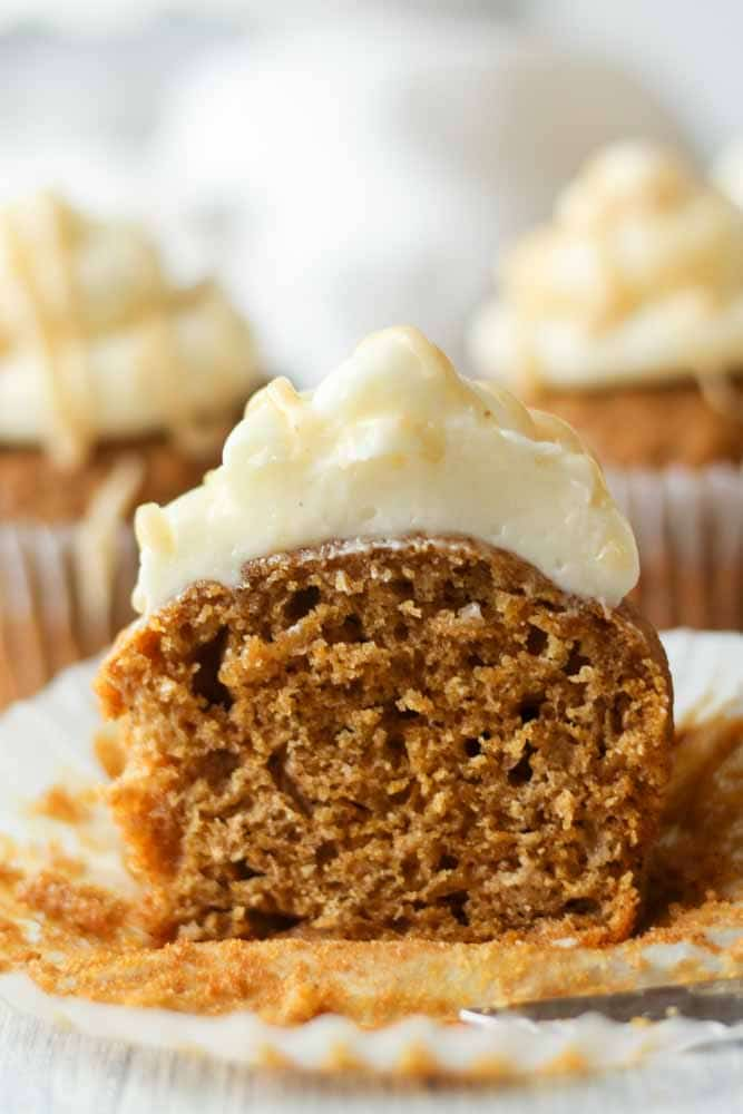 pumpkin-cupcakes-with-cream-cheese-frosting21