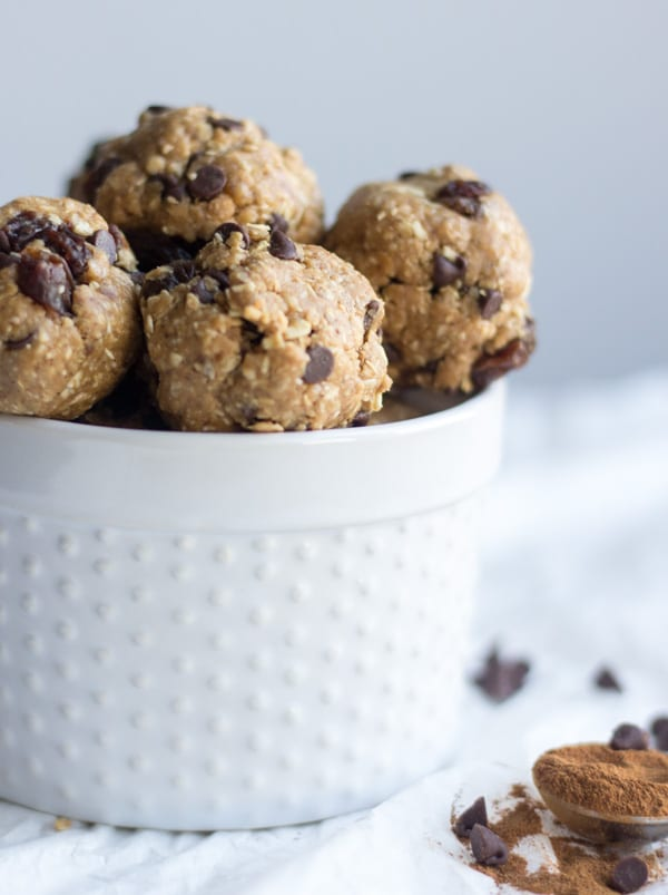A snack lovers dream, these no bake oatmeal cookie energy bites are loaded with your favorite cookie ingredients without any of the sugar and gluten. Filled with creamy peanut butter, gluten free oats, raisins and chocolate chips, these no bake treats will keep you full and satisfied on the busiest days.