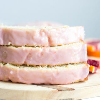 With a gorgeous pink color, this iced blood orange loaf is packed with flavor and has a moist texture all your close ones will love. The icing is naturally flavored with blood orange juice and makes it the perfect Valentine's Day dessert.