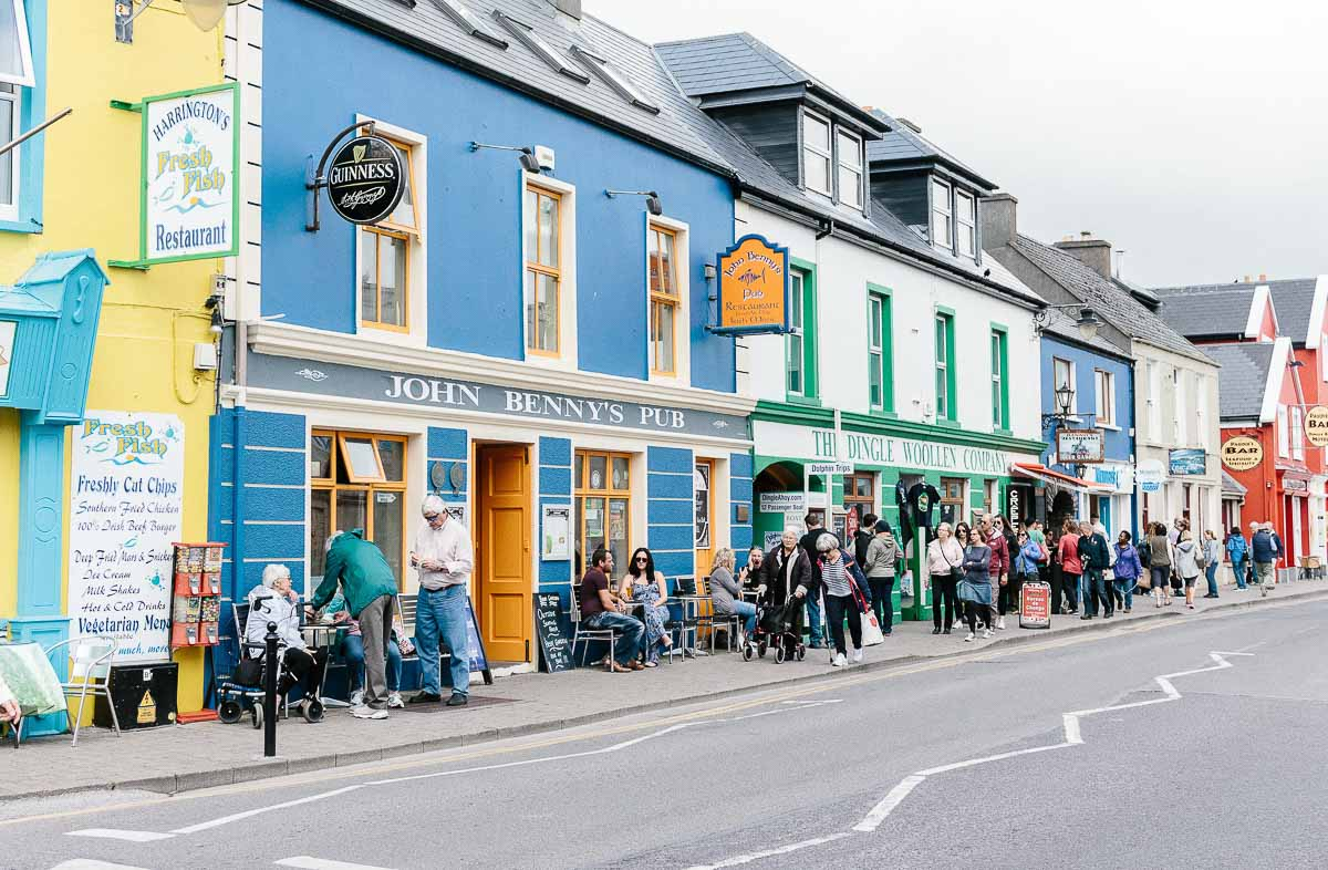 Top 8 things to do in Ireland! From quaint coastal towns and breathtaking views to rich historical churches and majestic castles, the allure to visit Ireland is as strong as ever. After spending 10 days in this beautiful country, I've come up with 8 awesome things to do in Ireland that you can't miss!