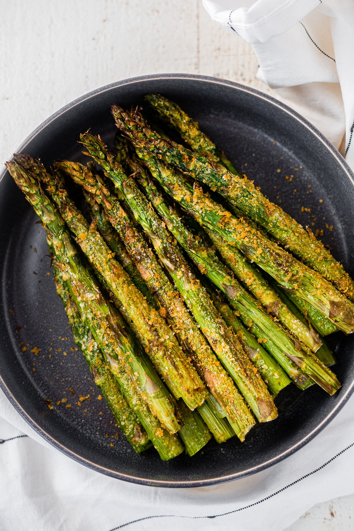 a pound of air fryer asparagus in a gray serving bowl